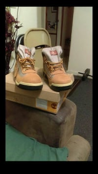 Tims size 8 New Haven, 06511