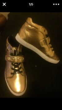 Size 11 US men's Android golden shoes. Seattle, 98122