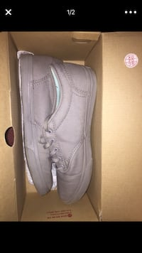 pair of grey suede low-top shoes with box screenshot Pinson, 38366