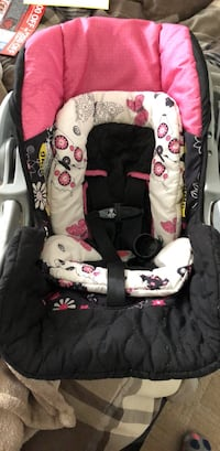 baby's black and pink car seat carrier Hampton, 23666
