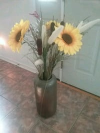 Sunflowers in vase Toms River, 08757