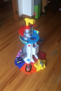 Paw Patrol Tower with 4 pup cars and pups Montréal, H4E 3C6