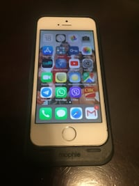Iphone 5S with Mophie case Charger Calgary