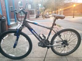 Men's 18-Speed Roadmaster Mountain Bike
