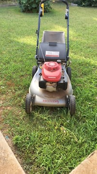 Mower Honda Quadra cut system. Not working. Blade hit hard object. Selling for spare parts. Mechanic welcome. Yukon, 73099