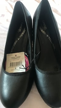 Pair of women's black george leather slip-on shoes