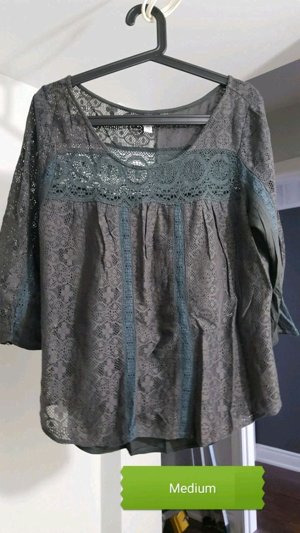 women's gray floral scoop-neck long-sleeved blouse