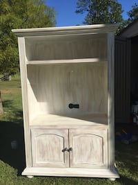 white wooden 2-door cabinet Vancleave, 39540