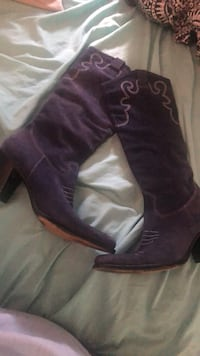 Pair of purple suede heeled boots Melbourne, 32935