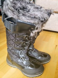 Snow Boots - Size 7