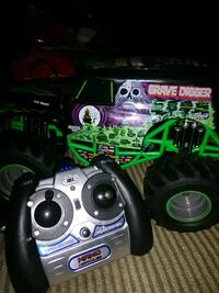 black and green RC car 548 mi