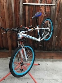 2018 Maui Baby Blue Medium Frame front and rear disc brakes BRAND NEW BIKES Excellent condition San Jose, 95132