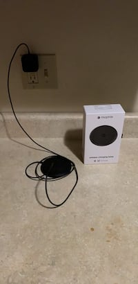 A Mophie Charging Base comes with box Wyoming, 49548