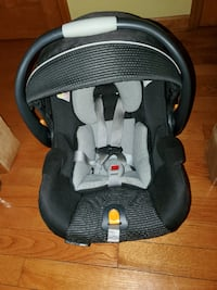 Chicco Infant Car seat with cover and caddy stroll New York