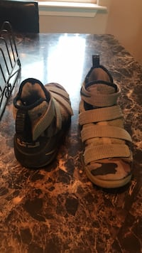 pair of black-and-brown sandals Fresno, 93722