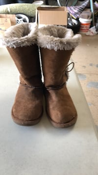Girls size 8 1/2 Boot 2224 mi