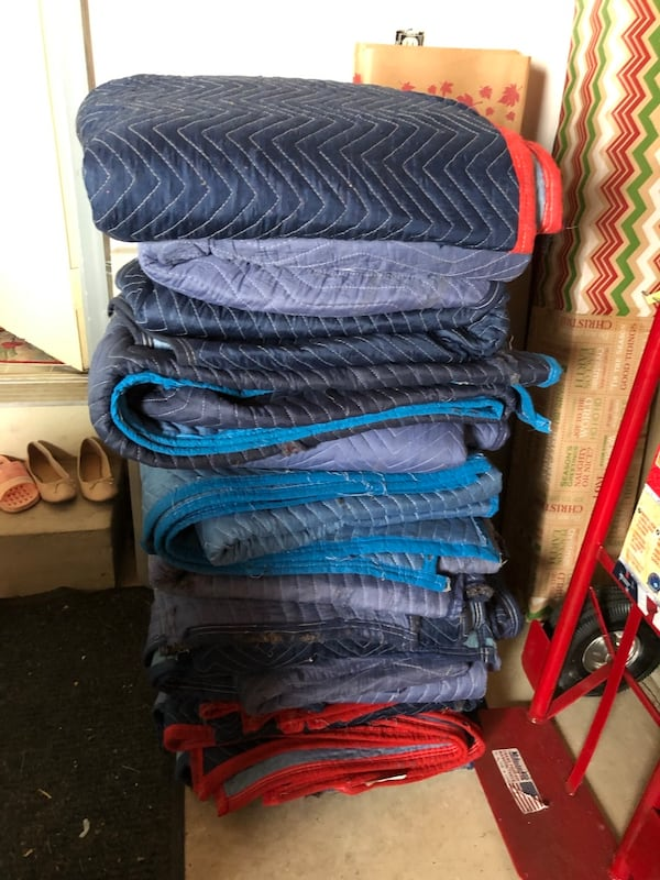 Moving blankets pads wrapping supply 3e1b0970-24f2-401d-bb80-1bc54a5765ea