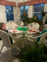 White wicker dining table and six chairs Swansea, 29160