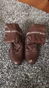 pair of brown leather boots North Dumfries