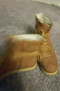 shoes boots used size 11 tan Washington, 61571