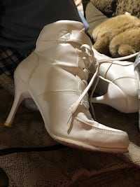 White leather bumper stiletto heels boots Colorado Springs, 80916