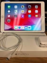 Apple iPad Pro 9.7 WiFi only, 32GB-2016 model with Case! Strongsville, 44136