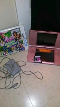 $85 pink Nintendo DS/ 2 games/charger 1062 mi