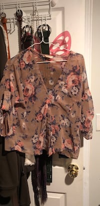 Urban outfitters (pins and needles) floral blouse Markham, L3R 6P3