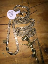 Two Gucci link necklace  Fairfax, 22038