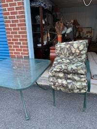Five piece glass table patio set Baltimore, 21206