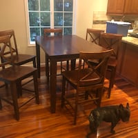 Expandable wooden table with 6 chairs Gaithersburg, 20878