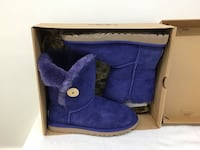 UGG   New  size 7
