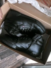My used reebok sneakers...Didnt wear it much because it hurts my feet! Wilmington