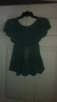 Green lace short sleeves can be worn off the shoulder  never been worn