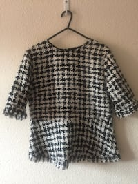 black and white scoop-neck shirt Lincoln, LN2