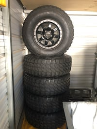 5 jeep wheels and tires wheels are Fuel off-road tires 35'pro comp xtreme tires have under 5000K Madera, 93637