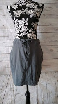 Beautiful Columbia Skirt , size 10 .. Frederick