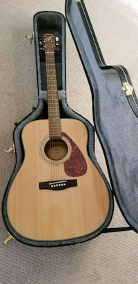 brown acoustic guitar with case Calgary, T2E 0H7