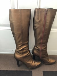 Metallic gold/bronze size6.5 BCBG tall boots in good condition  Cambridge, N1T 0B3