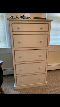 White wood dresser / chest of drawers  Milroy, 17063