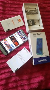 LIKE NEW MOTOe 5 PLUS 32GB VERY CLEAN NO SCRATCHES DAMAGES Los Angeles, 91335