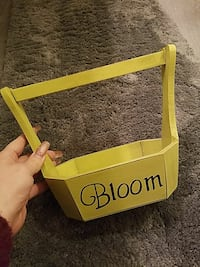 yellow bloom printed wooden rack Lancaster, 93534