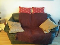 black leather loveseat Longueuil, J4J 4Z7