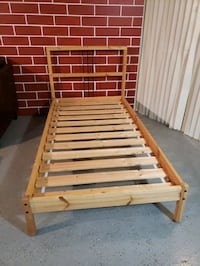 Twin frame bed almost new Mississauga, L4Y 2B2