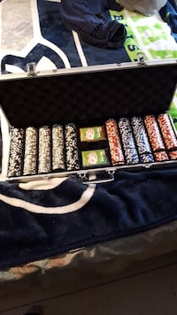 Poker set in metal case never used