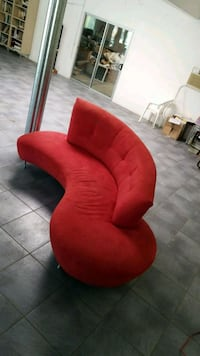the big red couch . need gone in a few hours Rancho Mirage, 92270
