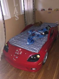 Corvette convertible toddler bed perfect condition Silver Spring, 20902