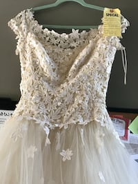 Wedding gown - Beautiful Ivory crocheted bodice Size 8 Windham, 03087