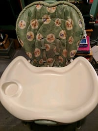 baby's white and green high chair 467 mi
