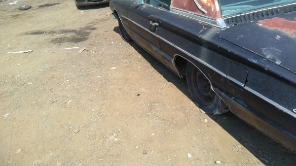 1964 FORD THUNDERBIRD   FOR PARTS ONLY  7aedfe0f-dc2f-452f-b0f8-0d4c87455a3c